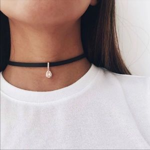 Jewelry - 🆕 Teardrop Suede Choker